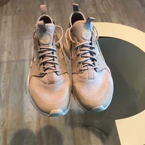 EUC Nike Men's Air - barely worn